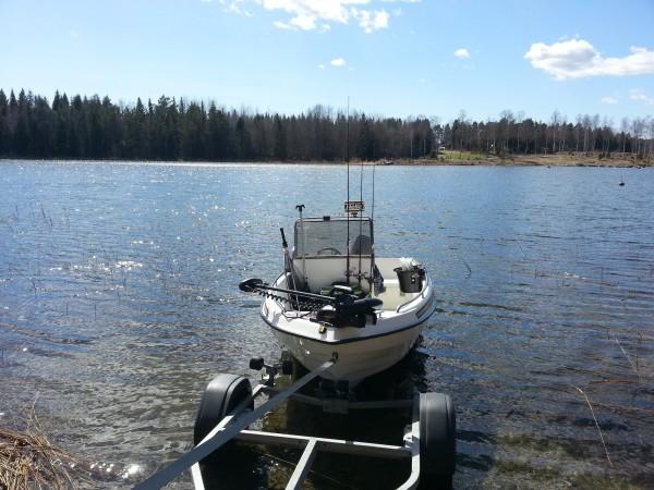 Båt och elmotor har fått bekänna färg på allvar idag i alla fall.