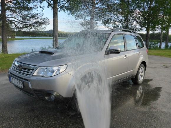 Fiskesemestern i Norrland avslutas i vanlig ordning med biltvätt i Sorsele.