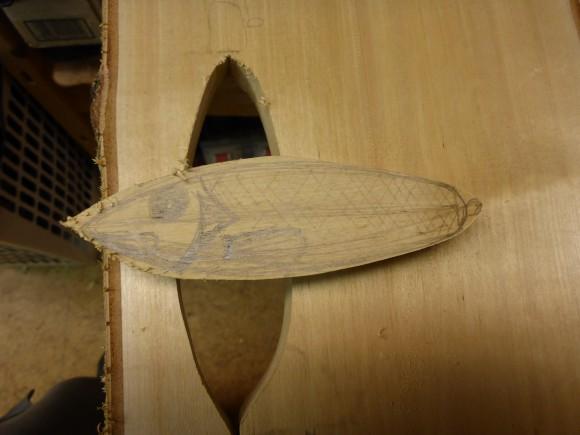 Sticksågen lossar biten ur plankan