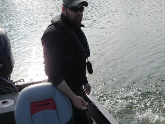 Minen man klämmer av när man sumpat gädda i sjön precis innan photosession ;-)