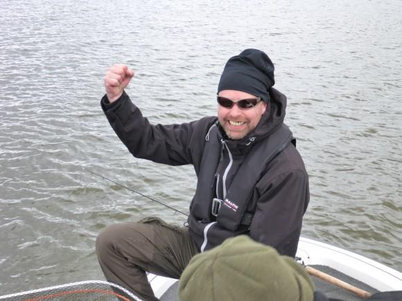 Så här glad blir man av en sådan gädda i båten på tävling