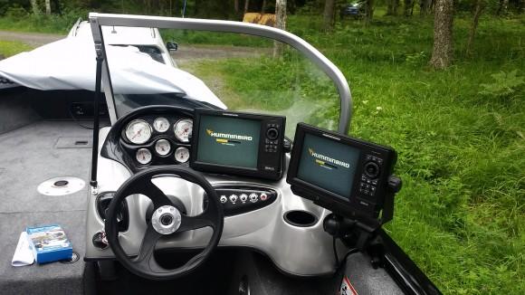 """10"""" skärmen har jag monterat centralt och kör motordata på den när jag transporterar."""